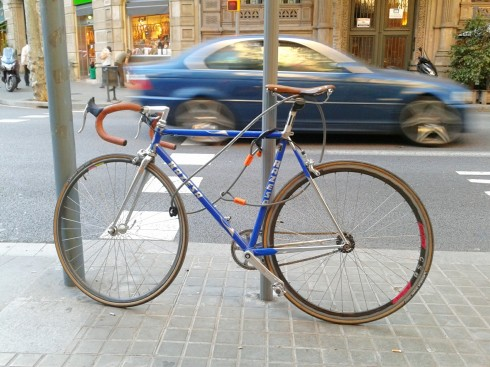 blue bicycle barcelona